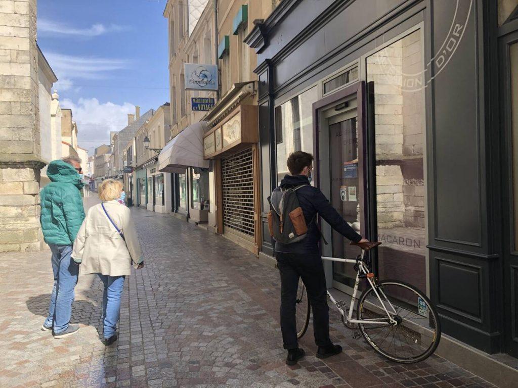 Les Sables-d'Olonne. Faire ses courses à vélo et gagner des cadeaux